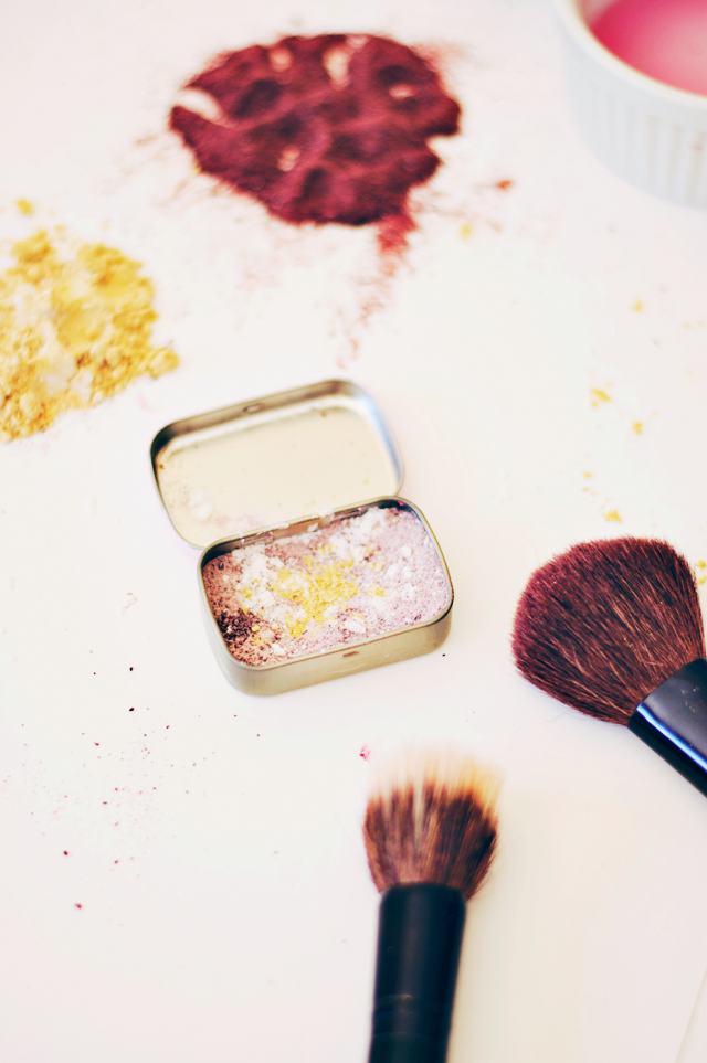 How To Make Your Own Natural Powdered Blush